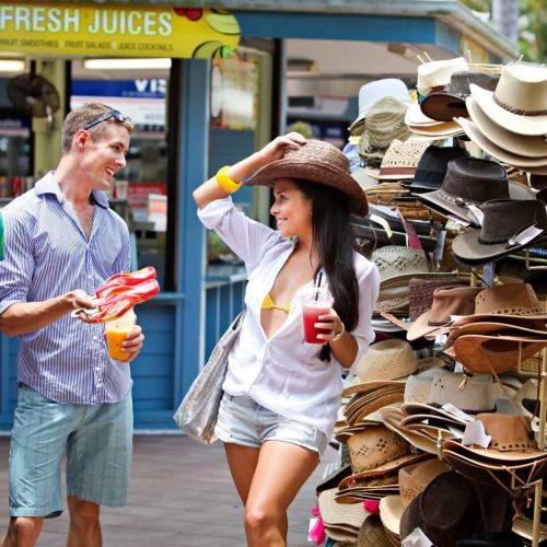 port-douglas-couples-shopping-1