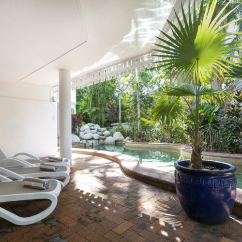 the-white-house-port-douglas-resort-pool-01