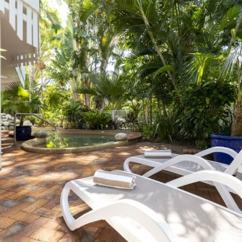 the-white-house-port-douglas-resort-pool-04