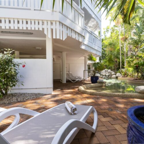 the-white-house-port-douglas-resort-pool-05