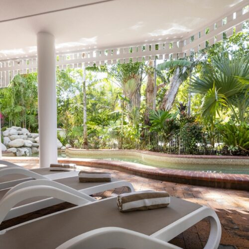 the-white-house-port-douglas-resort-pool-06