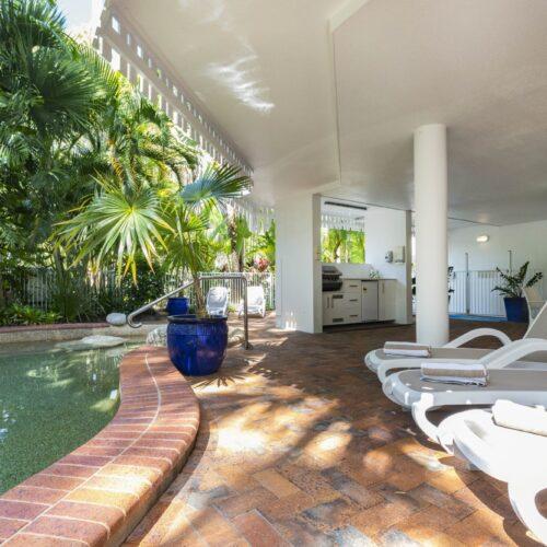 the-white-house-port-douglas-resort-pool-08