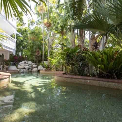 the-white-house-port-douglas-resort-pool-09