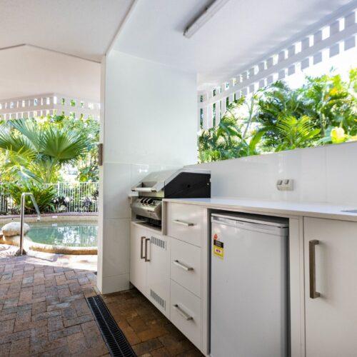 the-white-house-port-douglas-resort-pool-11