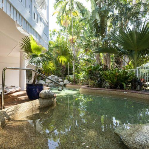 the-white-house-port-douglas-resort-pool-13